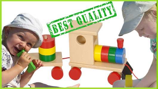 Dřevěná tahací hračka Greenkid BEST QUALITY. Dřevěný vlak a barevné kostky pro kluky i holky od českého výrobce Abafactory.