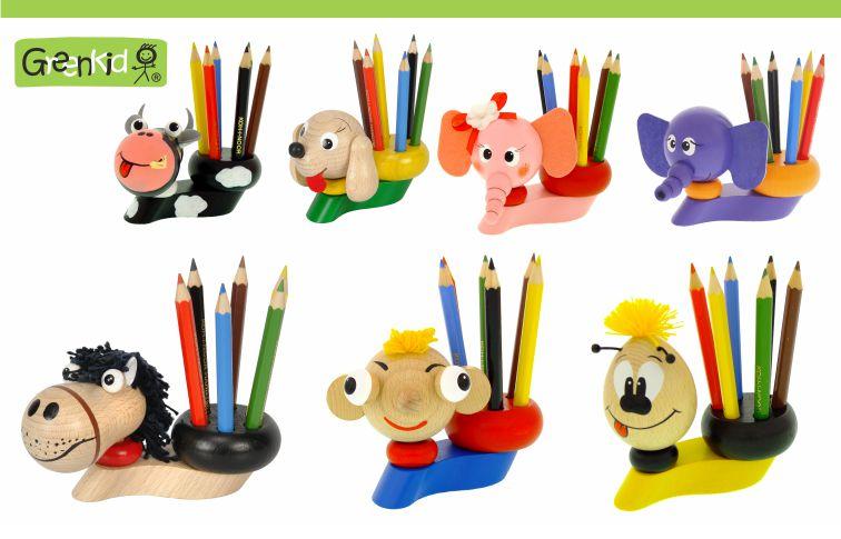 Dřevěné stojánky na pastelky a na tužky Greenkid. Dřevěná zvířátka a dekorace pro kluky i holky české výroby kvalitních dřevěných hraček Abafactory. Kravička -pejsek-slon- Vilík-Hurvínek.
