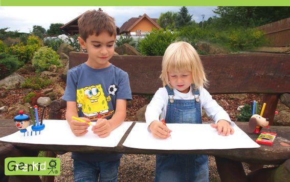Dřevěné stojánky na tužky Greenkid. Kvalitní hračka a dekorace pro děti od 3let - motiv námořník a pejsek od Abafactory.