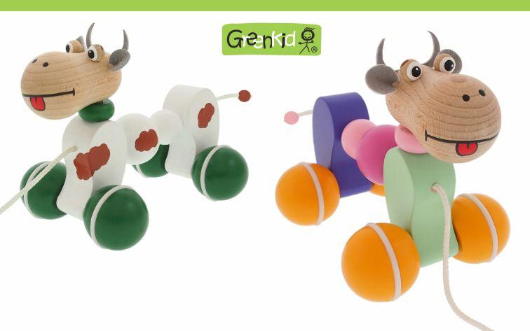 Dřevěné kvalitní a bezpečné tahací hračky Greenkid. Barevná dřevěná kravička na kolečkách pro kluky i holky od českého výrobce Abafactory.