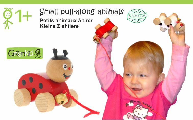 Dřevěná tahací zvířátka s rolničkou Greenkid. Malé dřevěné hračky pro děti od jednoho roku: beruška a kravička s rolničkou. Česká výroba kvalitních dřevěných hraček Abafactory.