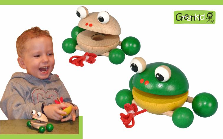 Kvalitní a bezpečná tahací hračka Greenkid pro radost dětí. Dřevěné tahací zvířátko - malá Žabka na kolečkách. Česká výroba dřevěných hraček Abafactory.