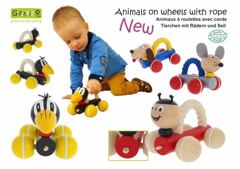 Tahací dřevěné hračky Greenkid dětem pro radost od českého výrobce dřevěných hraček Abafactory. Dřevěná zvířátka s lanem na kolečkách: havran - pejsek - beruška - myška.