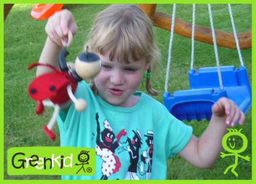 Dřevěné hračky a dekorace Greenkid pro kluky i holky. Dřevěná beruška na pružině od Abafactory českého výrobce dřevěných hraček.