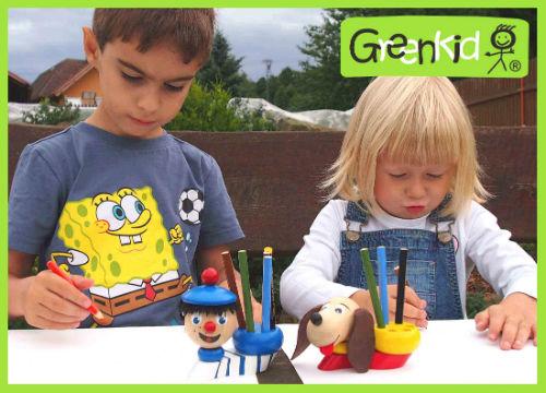 Dřevěné stojánky na tužky Greenkid. Hračka a dekorace pro děti od 3let - motiv námořník a pejsek od Abafactory.