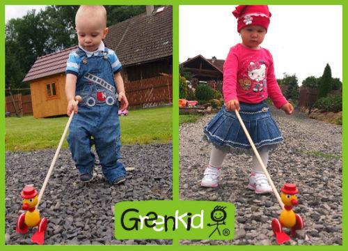 Dřevěné kvalitní hračky Greenkid strkadla-plácačky s originálním designem. Barevný a veselý dřevěný kačer pro kluky i holky od jednoho roku. Český výrobek Abafactory bezpečný pro děti.