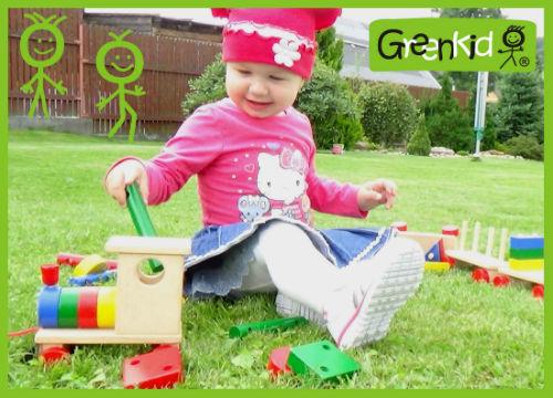 Dřevěná tahací hračka Greenkid. Dřevěný vlak a kostky pro kluky i holky od českého výrobce Abafactory.